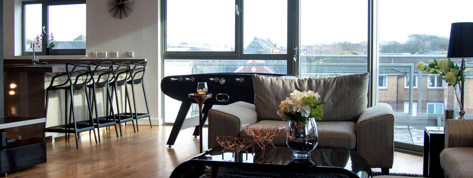 Penthouse living room, Interior design styling services by Moji Interiors in Hove
